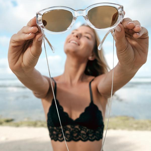 Chaine à lunettes fine en mailles plates argentées